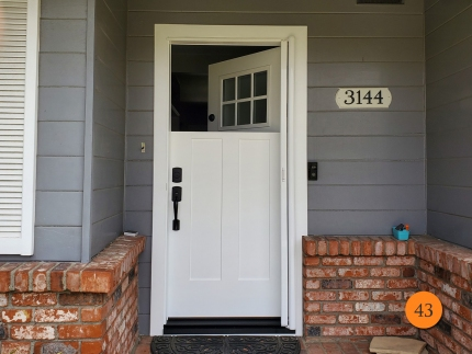43-36x80-masonite-fiberglass-dutch-entry-door-6lite-sdl-with-satin-etch-privacy-glass-smooth-skin-factory-painted-white-clearview-retractable-screen-installed-in-long-beach-ca
