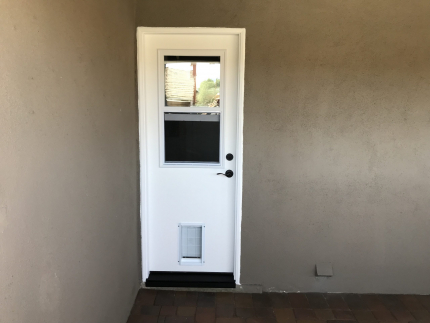 Fiberglass-side-door-with-Vent-Lite-and-pet-door-scaled